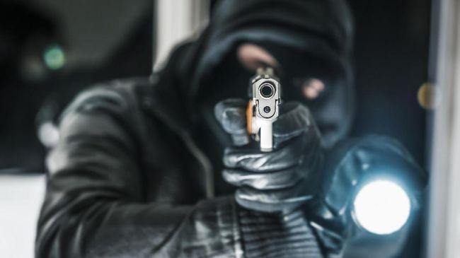 Kemendagri Ukraina menyatakan istri tokoh Chechen yang sempat dituding mencoba membunuh Presiden Putin tewas ditembak di pinggiran Kiev.