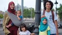 <p>Saat ini Zaskia Adya Mecca sedang hamil untuk keempat kalinya. Kelak, saat anaknya lahir, akan makin meramaikan dan menceriakan rumah. Maklum, Zaskia dan suaminya, Hanung Bramantyo, saat ini sudah punya empat anak, di mana anak yang paling besar merupakan anak Hanung dengan mantan istrinya. (Instagram @zaskiadyamecca)</p>