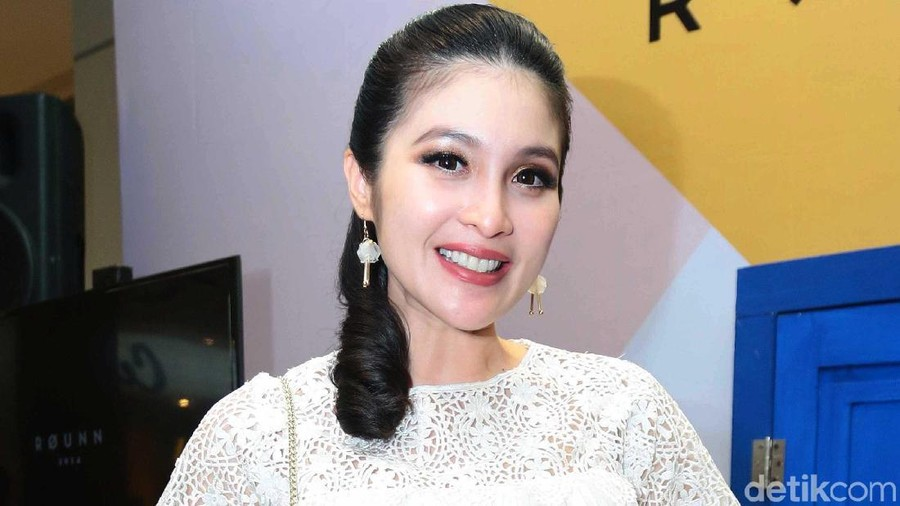 Cerita Sandra Dewi Takjub dengan Janin di Rahimnya