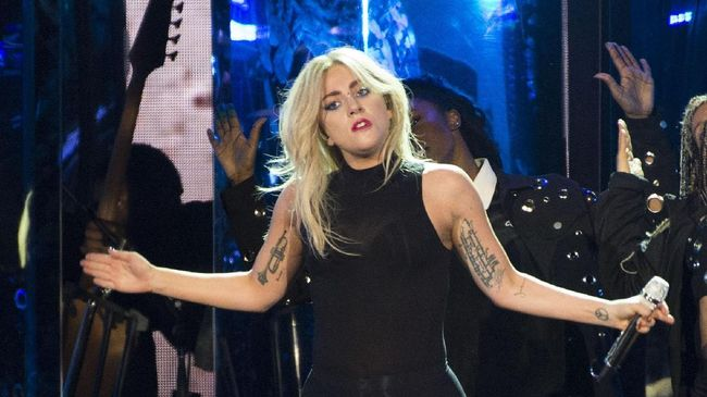Lady Gaga diincar menjadi lawan main Brad Pitt dalam film Bullet Train yang mengisahkan kelompok pembunuh bayaran di Tokyo.