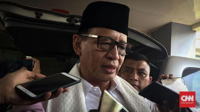 Gubernur Banten, Wahidin Halim usai mengunjungi korban kebakaran pabrik kembang api Kosambi yang dirawat di RSUD Kabupaten Tangerang, Jumat (27/10).