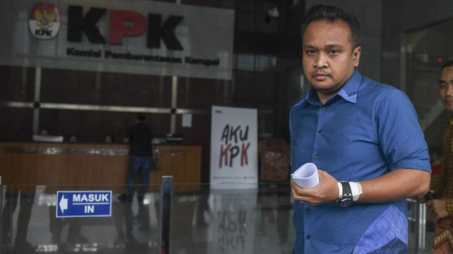 Keponakan Setnov, Irvanto Hendra Pambudi juga dituntut membayar dendda Rp1 miliar. Jaksa juga menuntut Made Oka Masagung dengan hukuman penjara 12 tahun.