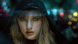 Taylor Swift Pakai Sarung Tangan Hitam Rinaldy A Yunardi