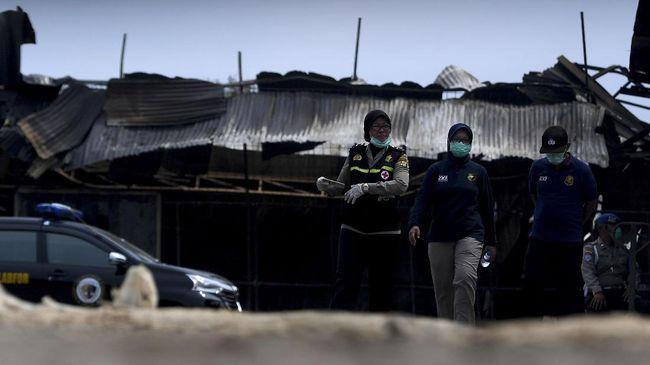 Polisi menyebut kebakaran yang terjadi di gudang limbah plastik kawasan Kalideres, Jakarta Barat, diduga karena korsleting.