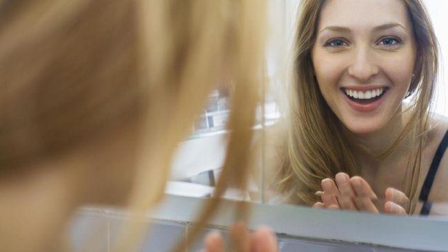 Seorang perancang produk asal Turki menciptakan cermin yang hanya berfungsi ketika orang yang menggunakannya tersenyum.