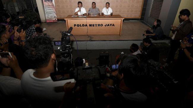 Setelah tak datang pada agenda pemeriksaan pertama sebagai tersangka, polisi kembali menjadwalkan pemeriksaan atas Kadis SDA DKI Teguh Hendarwan.