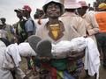 FOTO: Yang Bahaya dari 'Berdansa' dengan Mayat di Famadihana