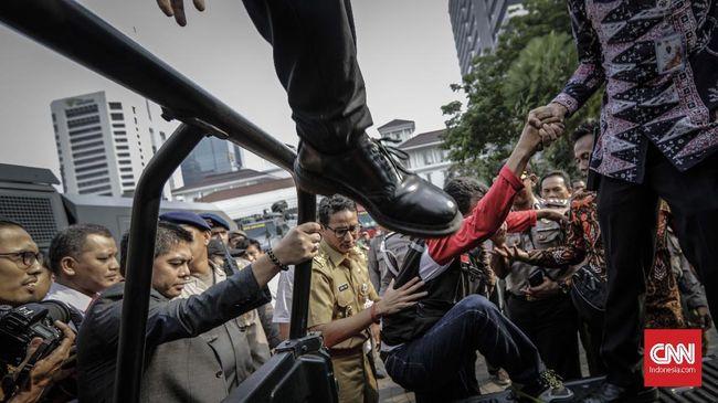Buruh bakal menggelar aksi besok terkait UMP Rp3,64 yang sudah ditetapkan Pemprov DKI Jakarta. Sandi mempersilakan demo digelar buruh.