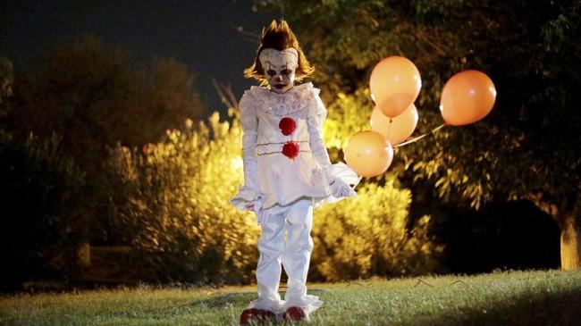 Halloween berlangsung setiap tanggal 31 Oktober setiap tahunnya. Kostum dan dekorasi seram menjadi hal yang wajib untuk dikenakan.