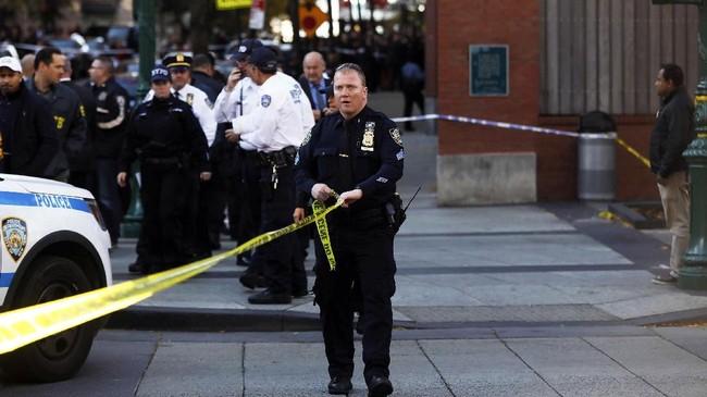 Teror New York menewaskan delapan orang, melukai 11 lainnya dan menyisakan kengerian di sepanjang jalur kematian yang dilalui truk pelaku.