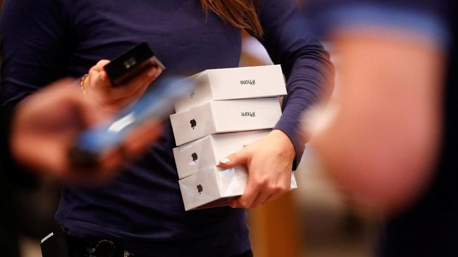 Harga iPhone X di sejumlah toko di Jakarta turun usai peluncuran tiga varian iPhone terbaru, Kamis (13/9).