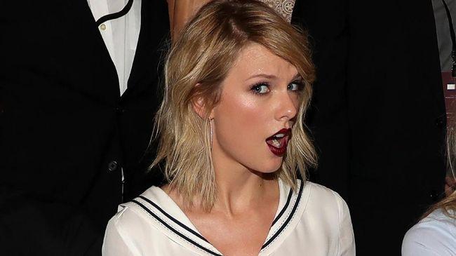 Taylor Swift curhat soal beban yang ia rasakan menjadi sorotan publik dalam surat pembuka album 'Reputation'.