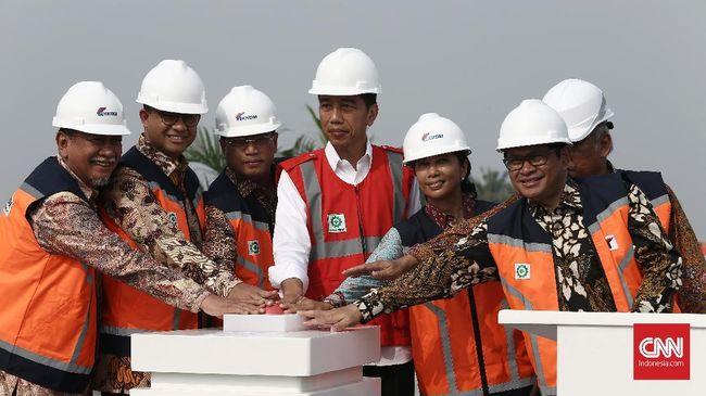 Presiden Joko Widodo meresmikan Tol Becakayu sepanjang 8 kilometer yang menghubungkan Jakasampurna-Kampung Melayu. Tol mulai beroperasi pada Sabtu (4/11).