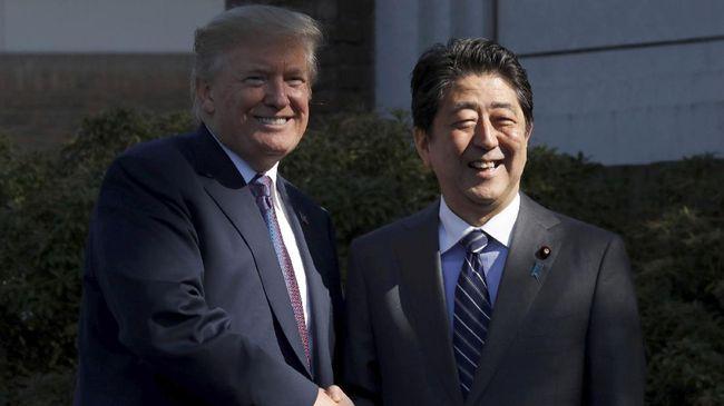 Presiden AS Donald Trump dan PM Jepang Shinzo Abe meneken kesepakatan dagang terbatas pada Rabu (25/9), waktu AS, untuk memangkas tarif impor sejumlah produk.