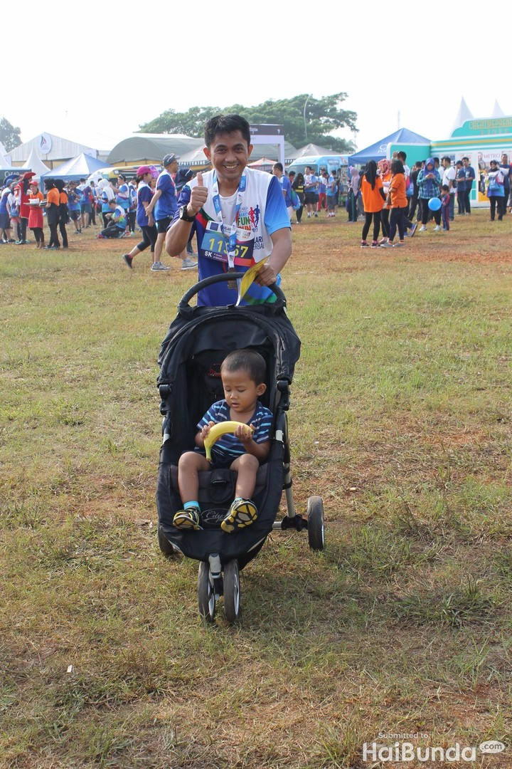 <p>Kompaknya ayah dan si kecil berolahraga bareng di CT Arsa Charity Fun Run.</p>
