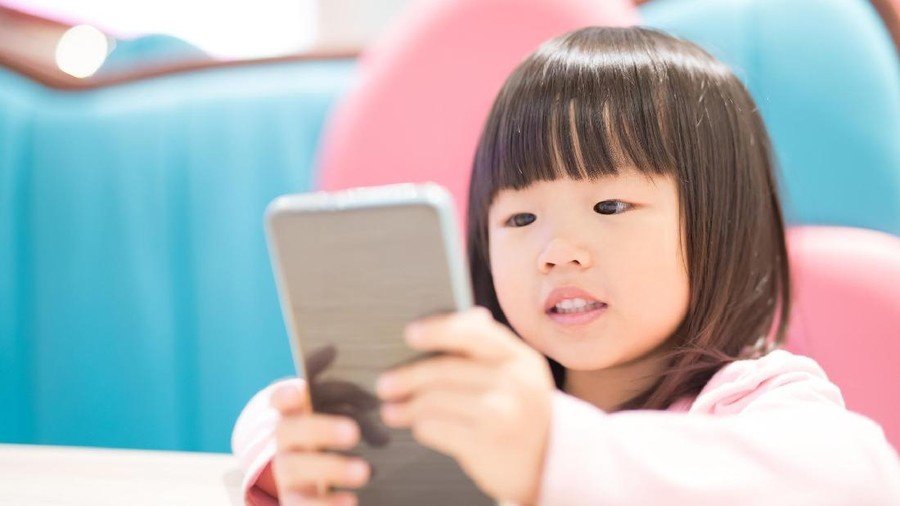 Sering Main Gadget, Mata Anak 2,5 Tahun Mencapai Minus 9