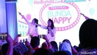 <p>Festival Bunda Happy ditutup sama penampilan Naura. Meriah! </p>