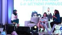 <p>Selain Gisel-Gempi, Putri Titian-Iori juga hadir di Happy Talkshow dengan tema menyusui bareng dr Wiyarni Pambudhi SpA, IBCLC. </p>