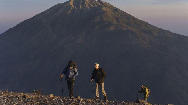 Hingga saat ini, masih banyak pendaki dari dalam dan luar negeri yang penasaran datang ke Gunung Merapi di Boyolali, Jawa Tengah.