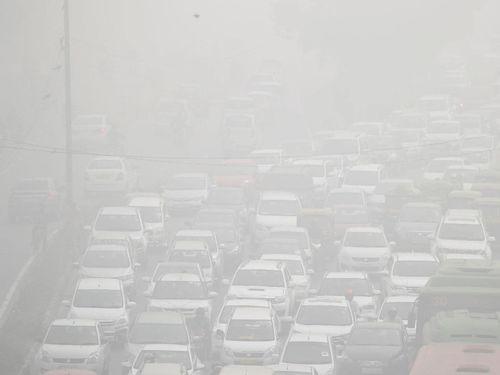 Delhi Dikepung Polusi Asap, Menghirupnya Setara Merokok 44 Batang Sehari