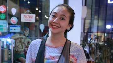 Cerita Asri Welas Bagikan Kacamata untuk Anak Pengidap Katarak