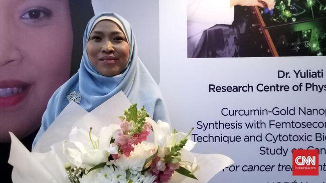 Yuliati, peneliti LIPI mengembangkan penelitian terkait kunyit sebagai antikanker, dan mengawinkannya dengan teknik laser.