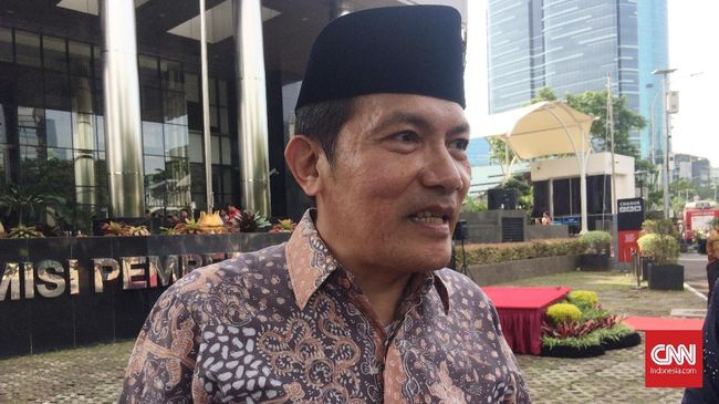 Wakil Ketua KPK Saut Situmorang menyarankan pimpinan KPK nanti dipilih langsung oleh presiden supaya kalau  ada masalah, presiden bisa dimintai tanggung jawab.