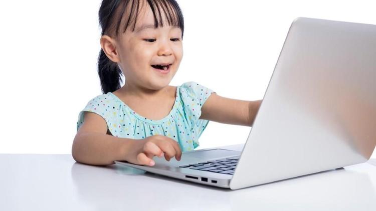 Memang butuh effort lebih, tapi ketika sukses 'melepaskan' anak dari gadget-nya, bunda justru bisa lebih happy lho.