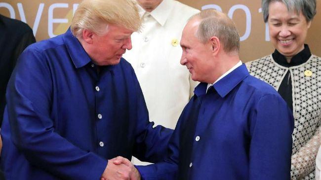 Presiden Rusia Vladimir Putin mengomentari pemakzulan yang dihadapi oleh Presiden Amerika Serikat Donald Trump.