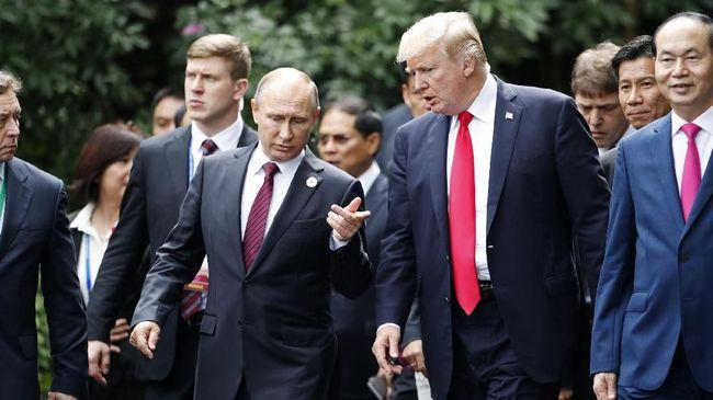 Trump menyebut penembakan di Florida terjadi karena FBI terlalu sibuk menyelidiki intervensi Rusia yang dianggap menguntungkan sang Presiden dalam pemilu 2016.
