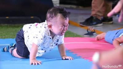 Melas-melas Lucu, Ekspresi Bayi yang Menangis Saat Merangkak