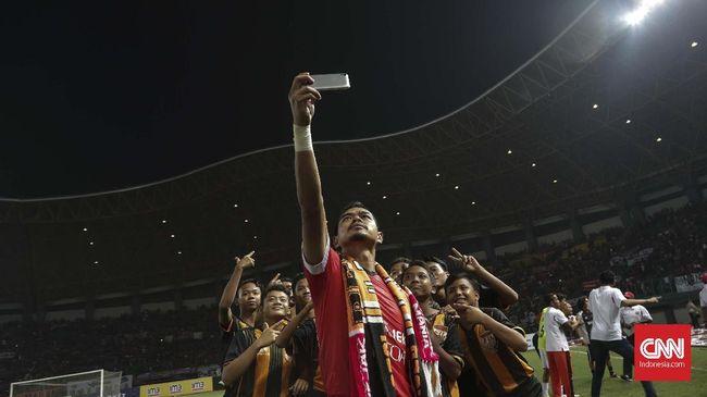 Edson Tavares mengomentari kemungkinan Bambang Pamungkas pensiun dan memainkan laga kandang terakhir Persija vs Persebaya Surabaya.
