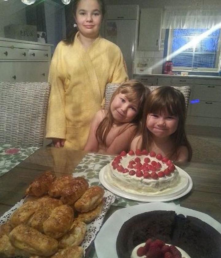 <p>Ada yang merayakan Hari Ayah dengan cara sederhana tapi penuh kebersamaan. Ya, makan bareng keluarga. (Foto: Instagram/sari_kantorjarvi)</p>