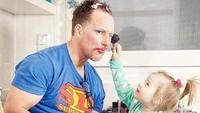 <p>'Demi kamu putriku, ayah rela kok jadi apapun.' (Foto: Instagram/mamibelle_nursingwear)</p>