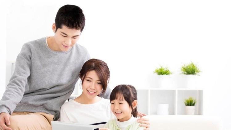 Ketika anak mengakses pornografi di internet, maka kesalahan bukan di gadgetnya. Banyak hal positif bisa dipelajari dari internet lho.