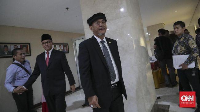 Ketua DPRD DKI Jakarta Prasetyo Edi Marsudi meminta Gubernur Anies Baswedan menggalakkan apel siaga untuk mengecek petugas dan alat berat.