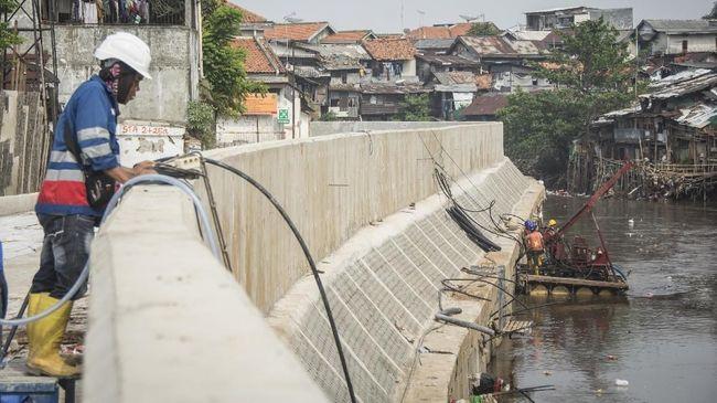 Pemprov DKI berharap Kementerian PUPR bisa segera membangun sheet pile di bantaran yang sudah dibebaskan untuk program normalisasi sungai.