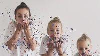<p>Kelak, saat melihat foto-foto ini, anak-anak bisa bernostalgia. (Foto: Instagram @allthatisshe)</p>