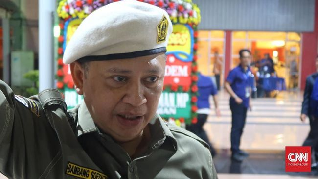 Politikus Golkar Ahmad Noor Supit menyebut penetapan Bambang Soesatyo sebagai Ketua DPR sudah diputuskan. Namun kader Golkar lain, Fadel Muhammad membantahnya.