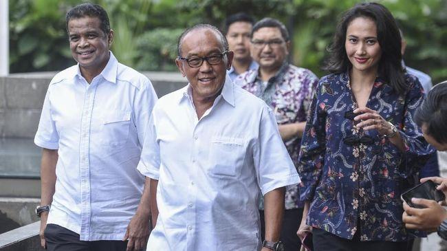 Dewan Pembina Golkar Aburizal Bakrie alias Ical disuntik vaksin Nusantara di RSPAD Gatot Soebroto, Jakarta, hari ini, Jumat (16/4).
