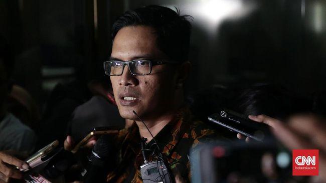 KPK menyita sejumlah dokumen dari kantor Bupati Jepara, Ahmad Marzuqi, dan akan mengumumkan tersangka dalam waktu dekat.