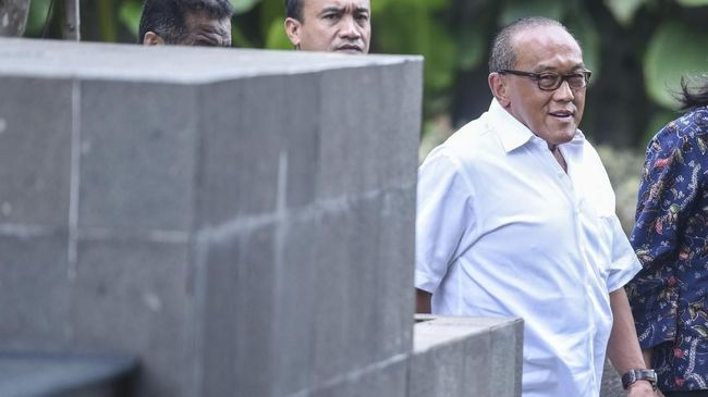 Aburizal Bakrie mengungkapkan alasannya menerima suntikan vaksin Nusantara yang digagas Terawan Agus Putranto.