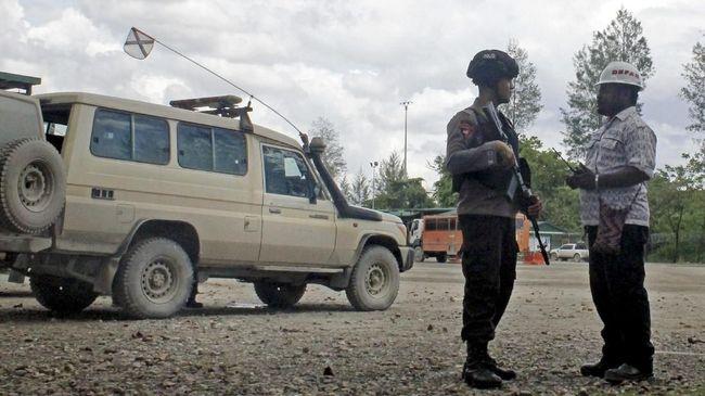 Sejumlah penembakan menewaskan aparat hingga warga sipil terjadi di Ilaga, Papua. OPM mengancam menembak mati pekerja Indonesia di sana