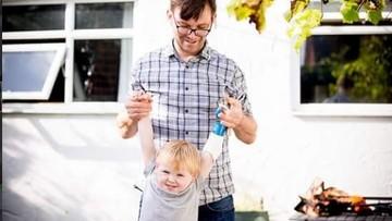 Kisah Inspiratif Ayah yang Bikin Tangan Palsu untuk Anak Difabel