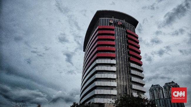 KPK menggeledah dua lokasi terkait kasus suap izin tinggal WNA, yakni kantor imigrasi klas I Mataram dan kantor PT Wisata Bahagia.