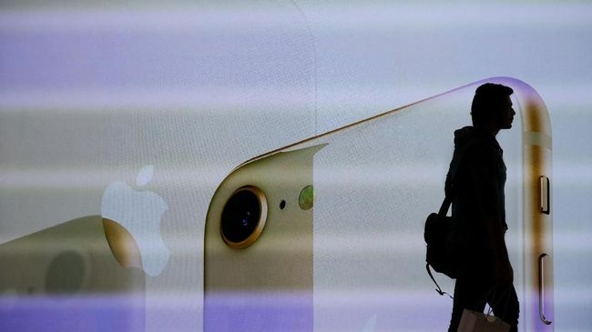 Apple telah menghapus sebagian besar konten podcast konspirasi milik Alex Jones di iTunes dan aplikasi Podcast miliknya.