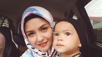 <p>Revalina S Temat bersama si kecil, Rihga Sadiwasakti Rabbani. (Foto: Instagram/vatemat)</p>