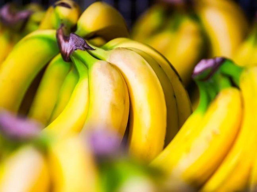 Pisang dapat menjadi pengganti telur bagi Anda yang vegetarian. Kandungan setengah pisang sama dengan satu butir telur. Foto: iStock