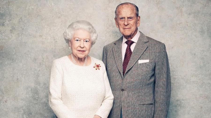Sikap Mesra Pangeran Philip Ini Bikin Ratu Elizabeth Tersipu Malu