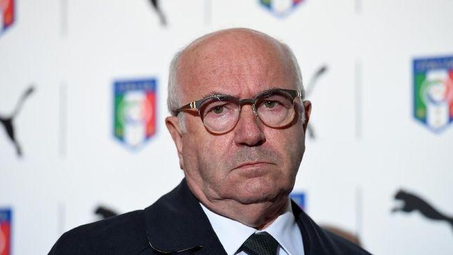 Ketua umum federasi sepak bola di beberapa negara tak sungkan mundur dari jabatan yang diemban lantaran berbagai faktor seperti kemerosotan prestasi dan suap.